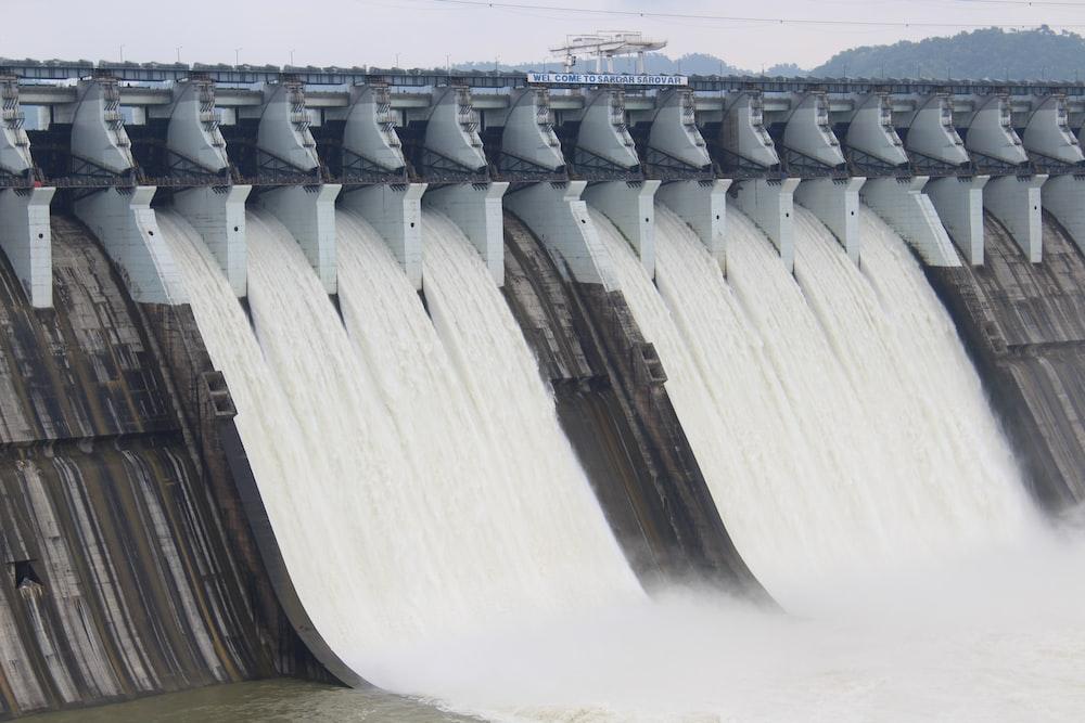 water dam during daytime photo