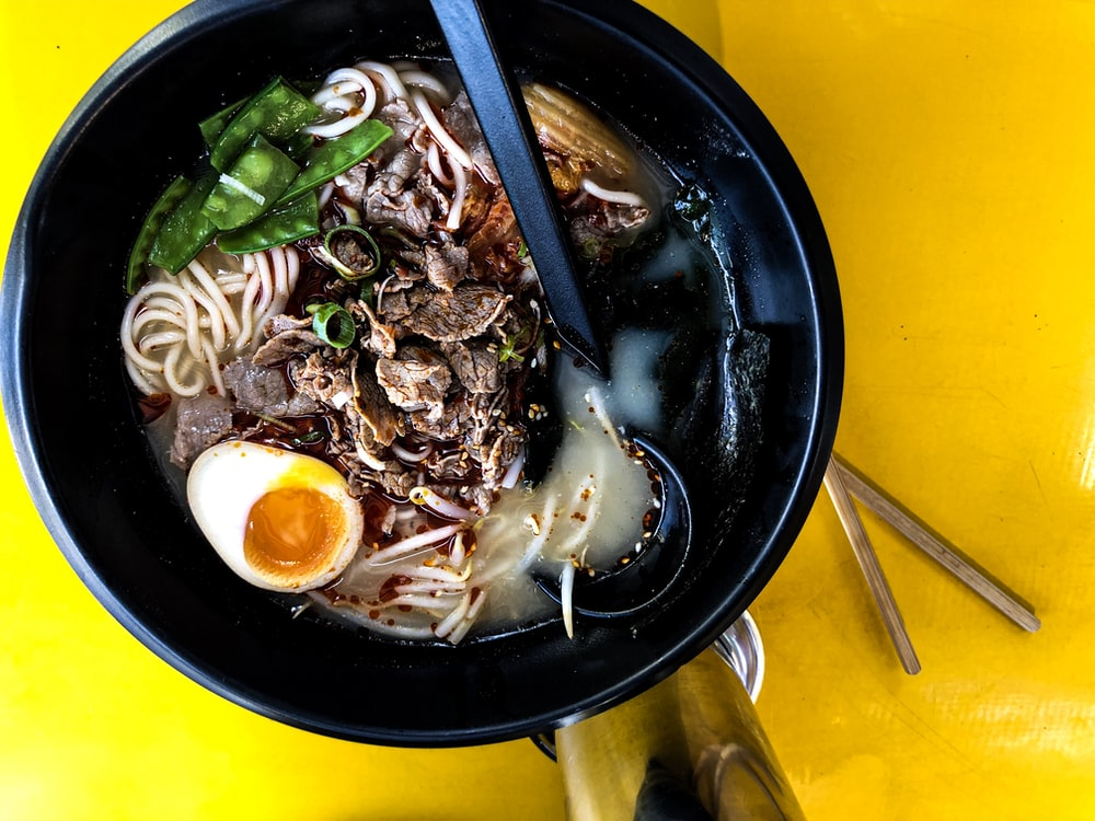 cooked noodle on round black bowl