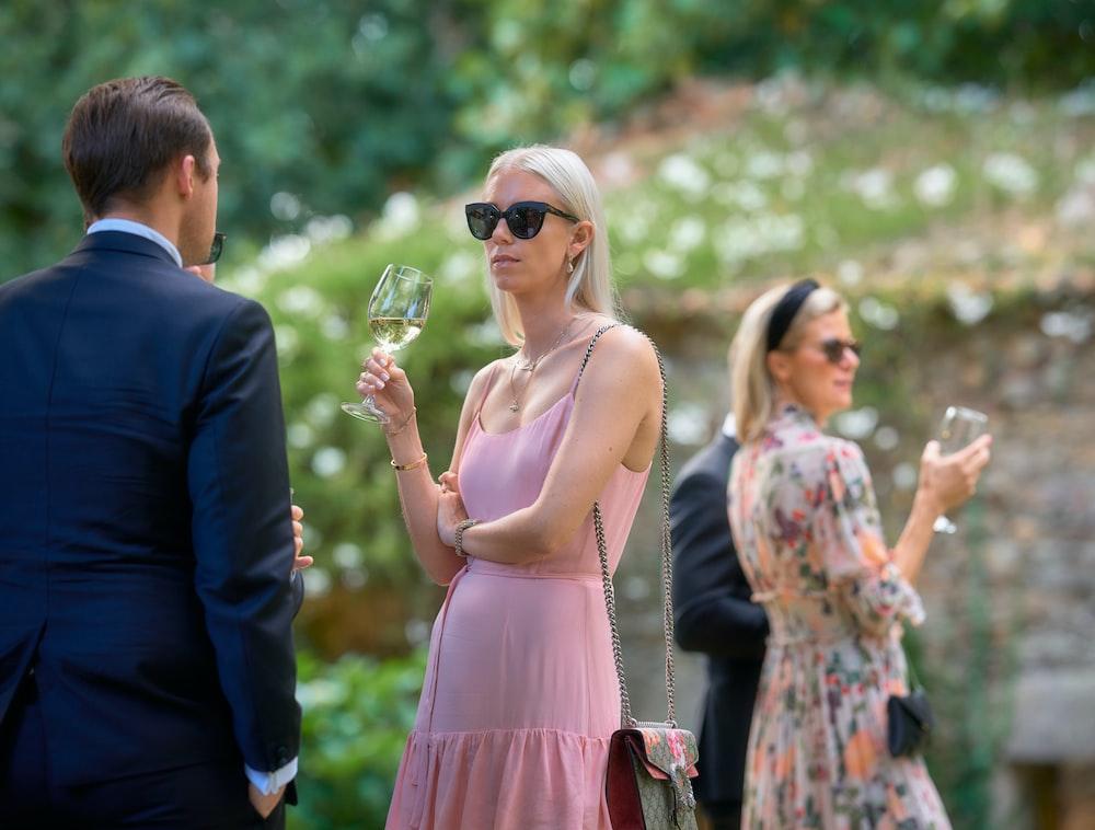 woman wering sunglasses