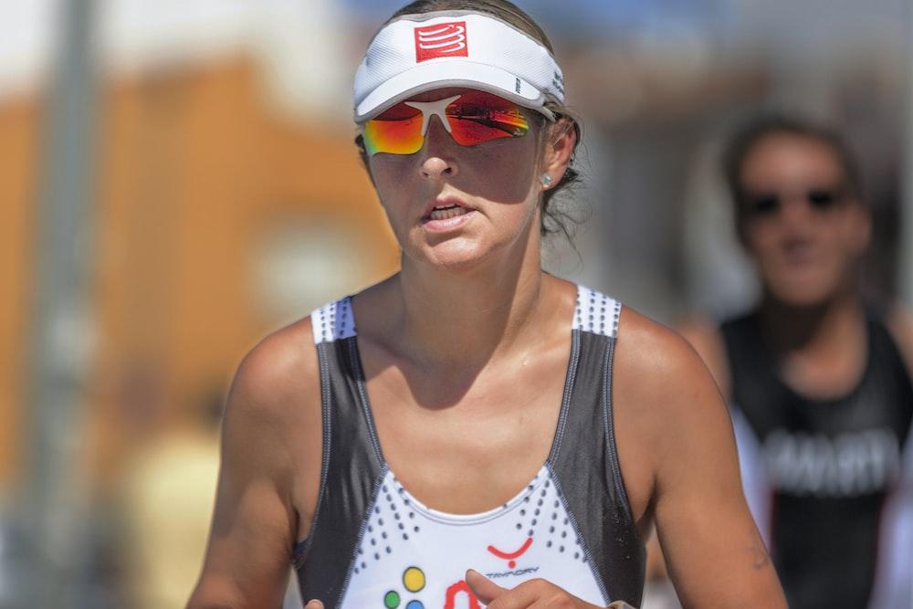 running woman during daytime