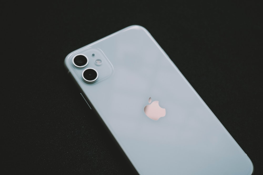 Iphone 11 White Pictures Download Free Images On Unsplash