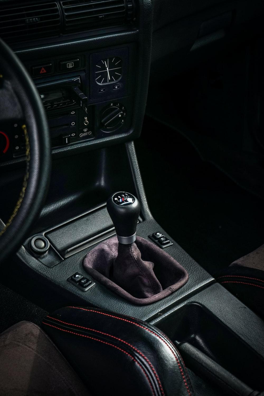 black vehicle gear shift lever