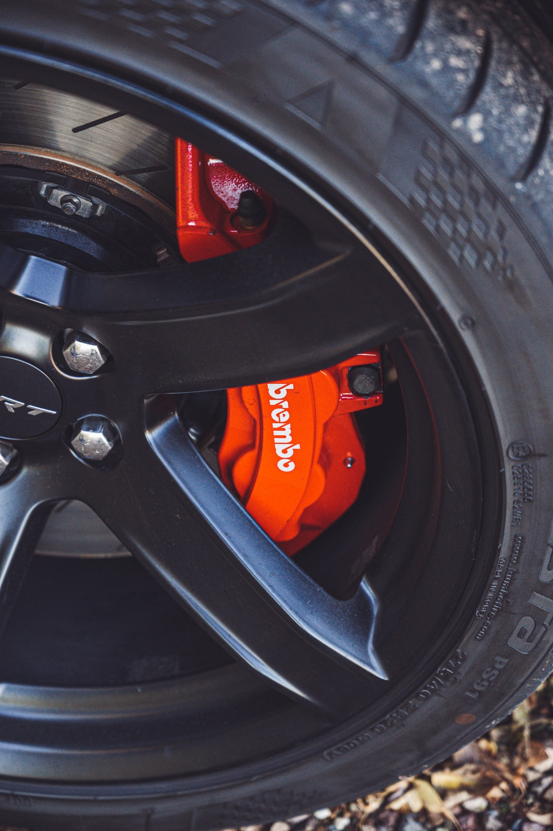Dodge Charger wheel Brembo detail