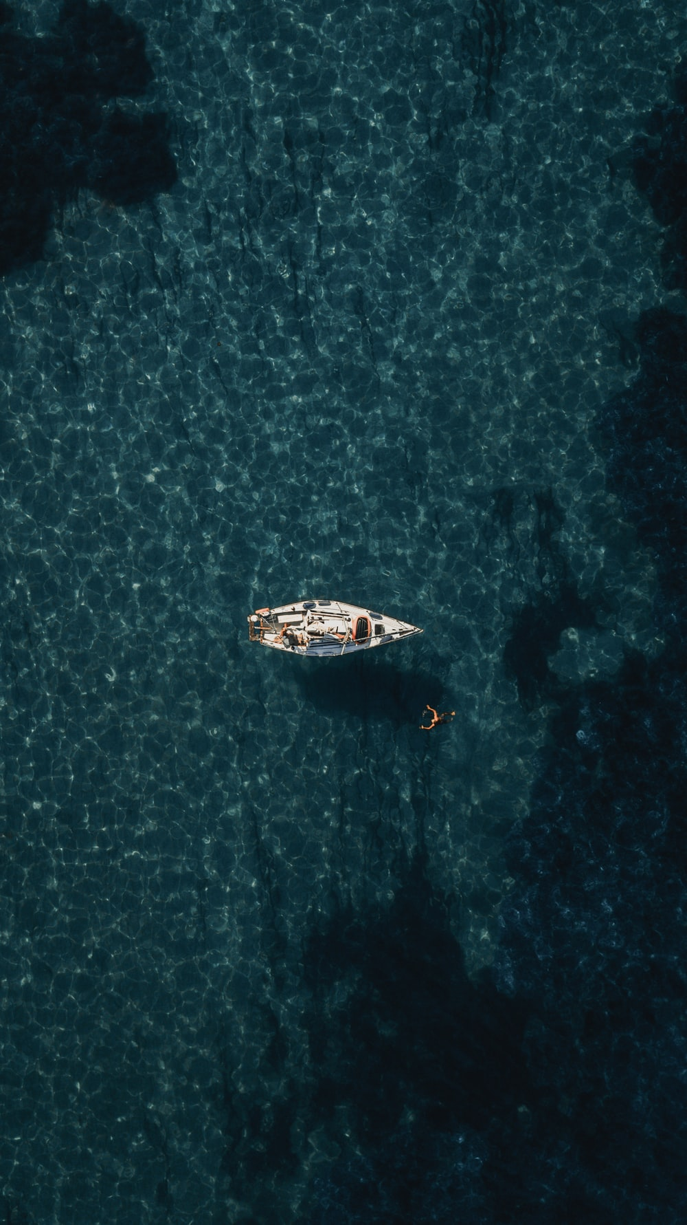 bird's-eye view of white boat on body of water
