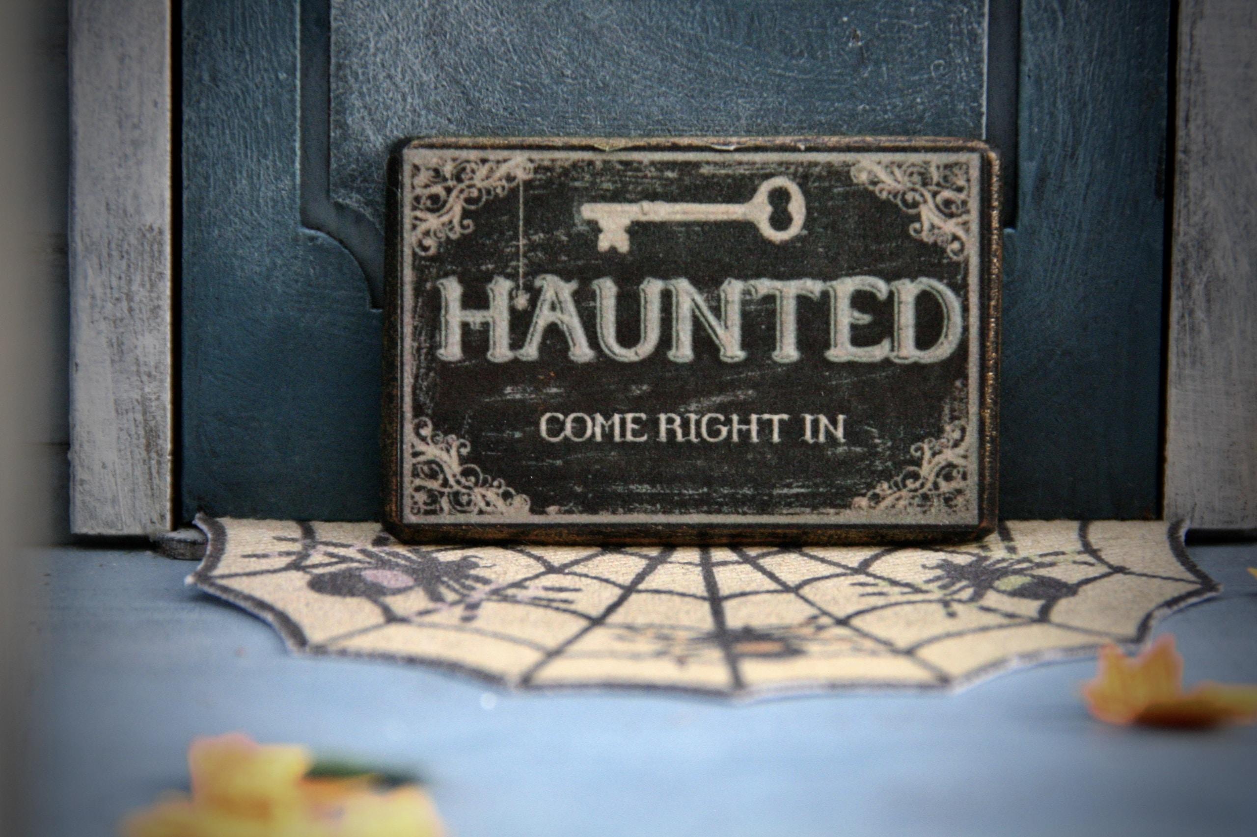 casa encantada, Haunted signage