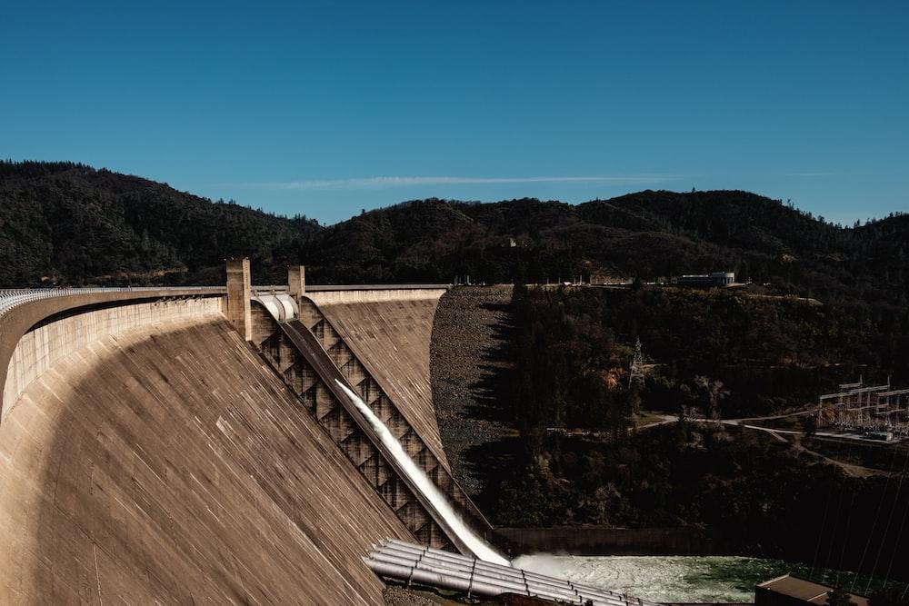 dam during daytime