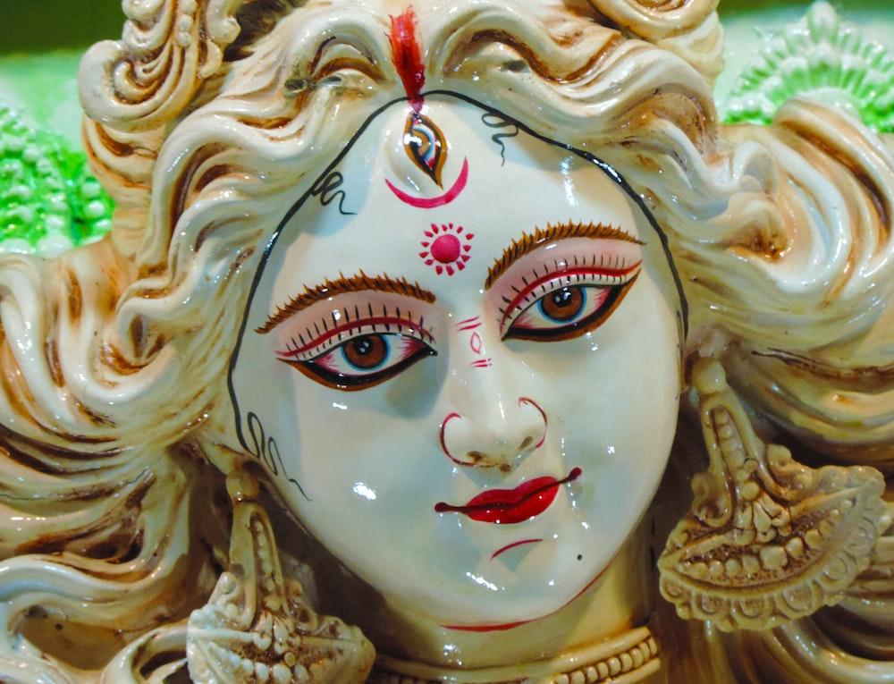 Hindu drity figurine