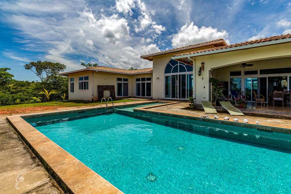 House With Pool Pictures Download Free Images On Unsplash