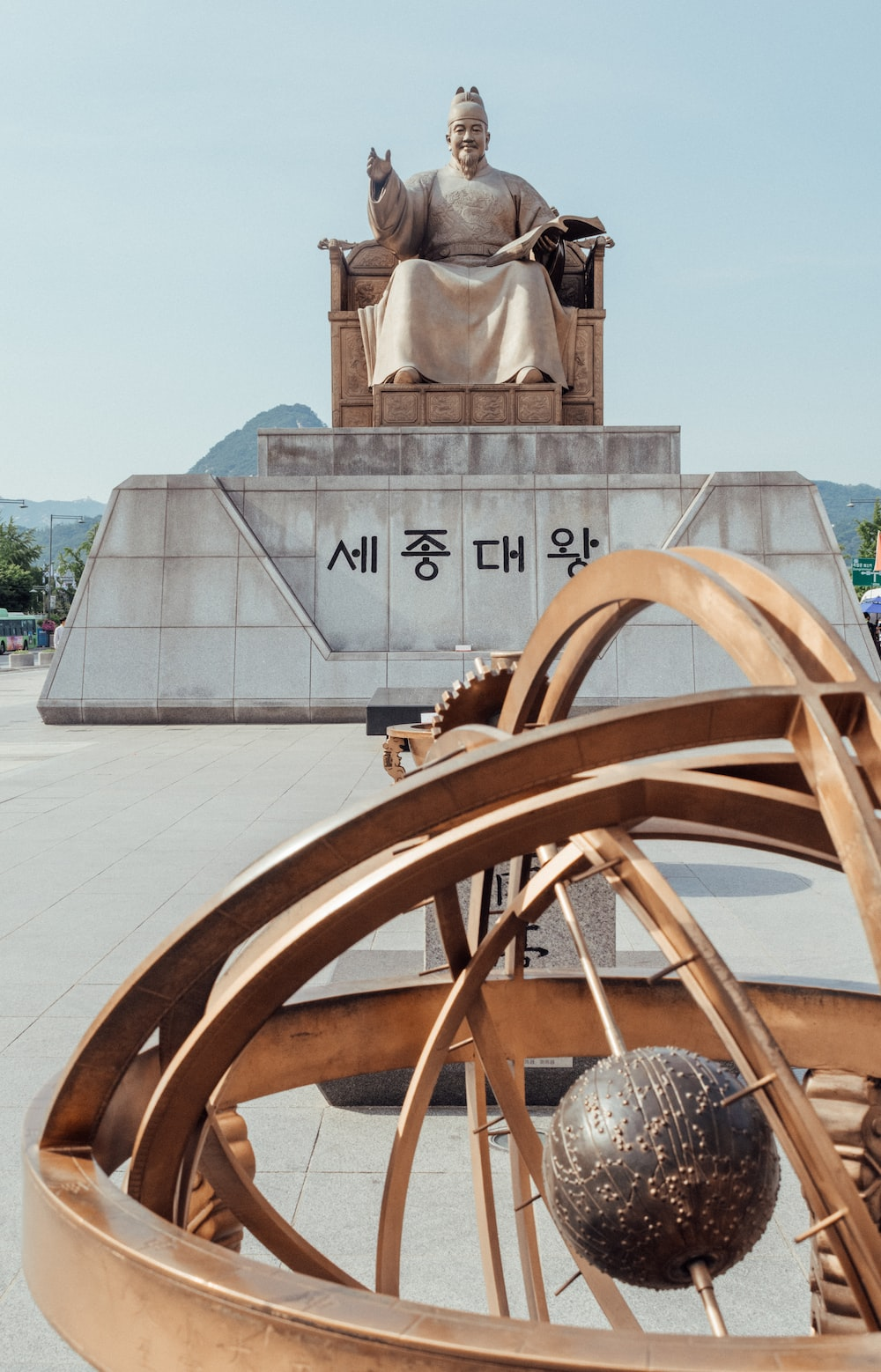 sitting human statue during day