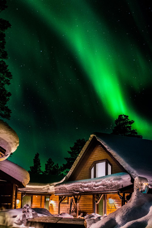 log house and green aurora phenomenon