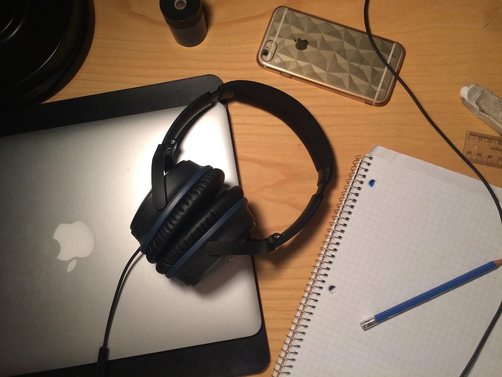 balck corded headphones
