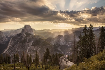 The Big Trip | Sunrays Over Yosemite Valley - Explore more at explorehuper.com/the-big-trip