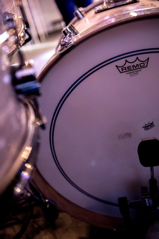 white and gray drum