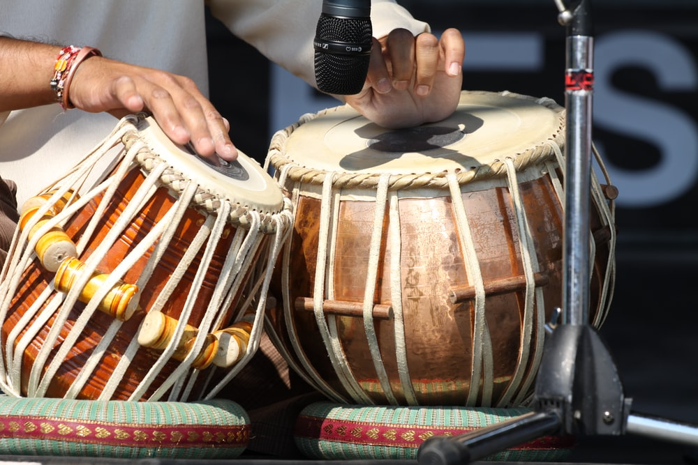 person playing brown drums