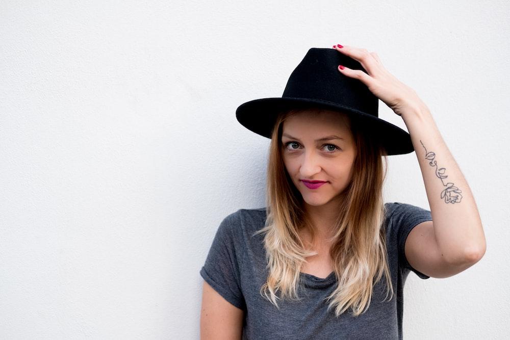 women's black Fedora hat