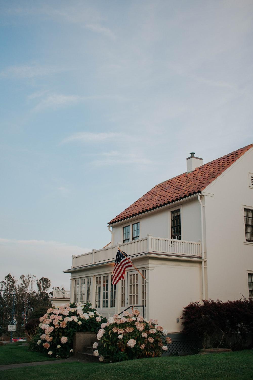 white and multicolored concrete house