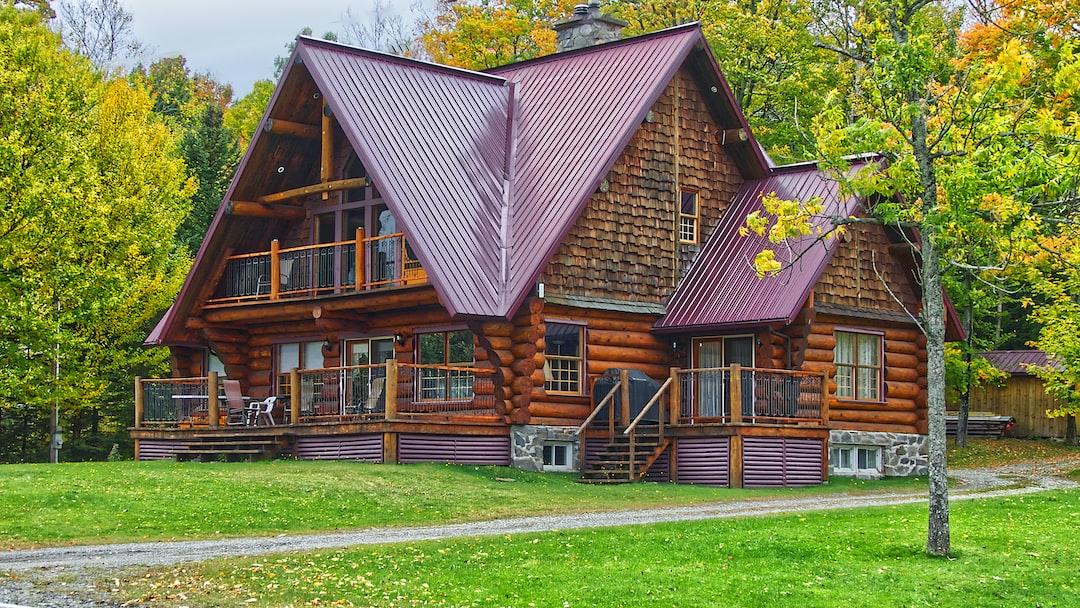 Ma cabane au Canada, un superbe chalet de bois-rond avec une vue magnifique sur le lac Lyster.