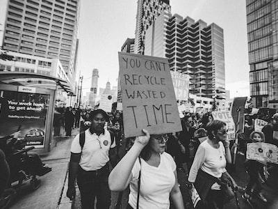 Michigan: angry protests over coronavirus shutdown