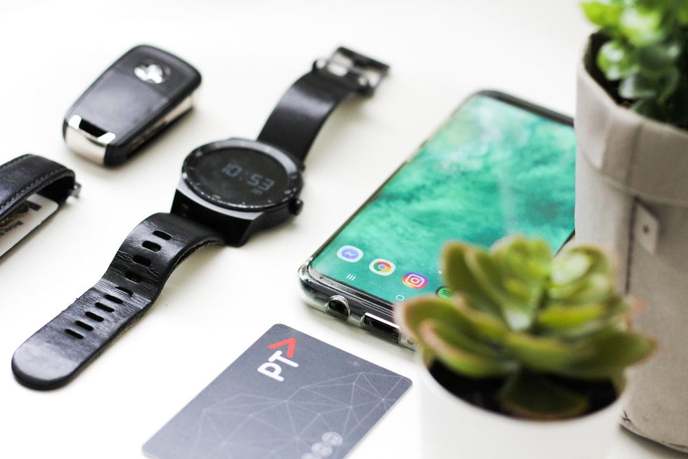 8 Mobile Gadgets That Make Your Phone Smarter