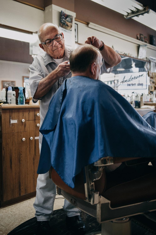 man cutting the hair