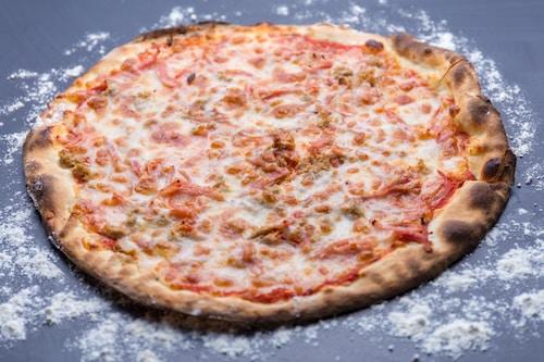 "Pizza ""Regina Margherita"""