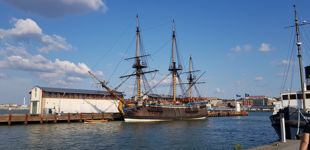 brown clipper ship on body of water during daytime