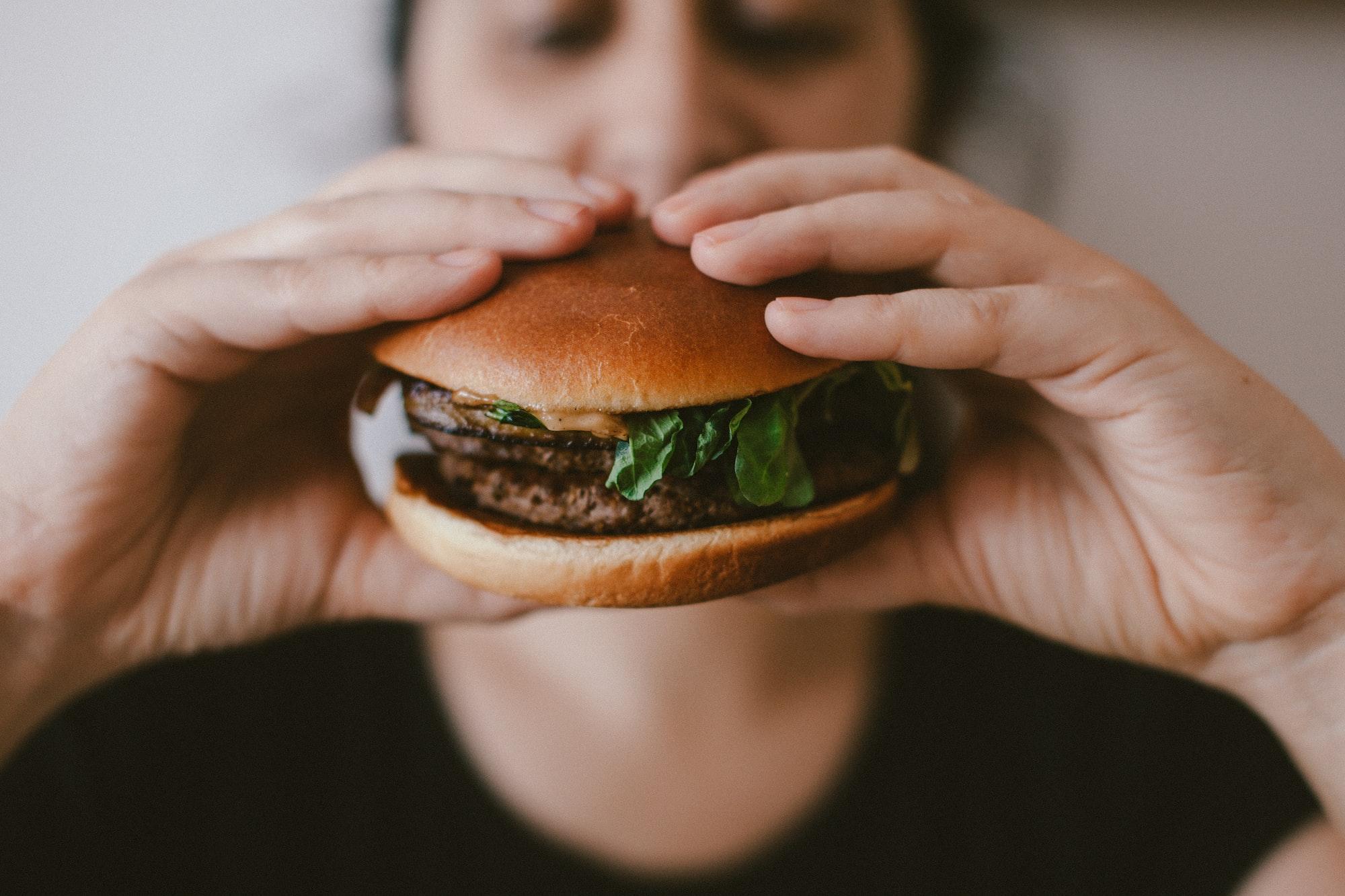 YAMMY 🤤  McDonalds hamburger  Print: http://bit.ly/32ds7QL Behance: http://behance.net/szaboviktor Blog: https://blog.szaboviktor.com  Support: https://www.paypal.me/szaboviktor  My presets: https://bit.ly/2TyvzRK