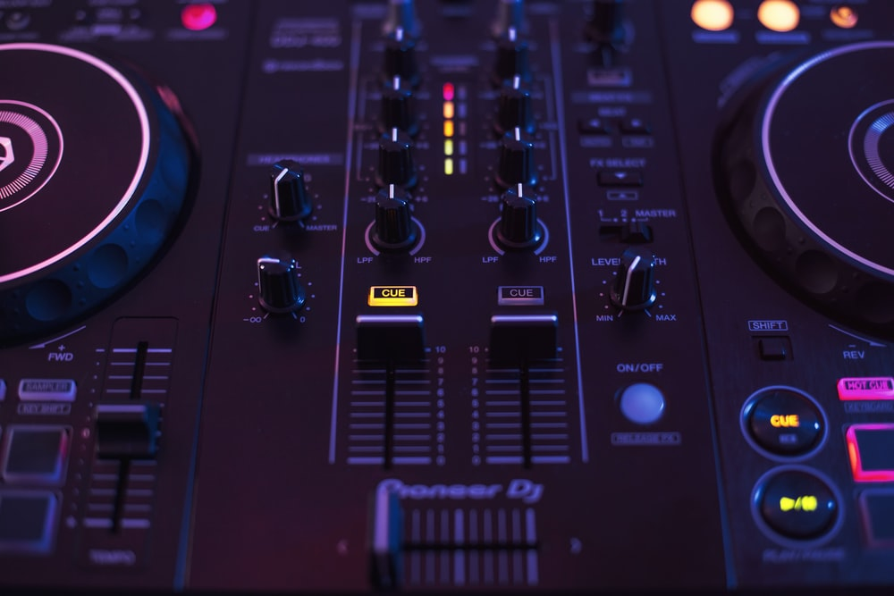 350 Dj Controller Pictures Hd Download Free Images Stock Photos On Unsplash