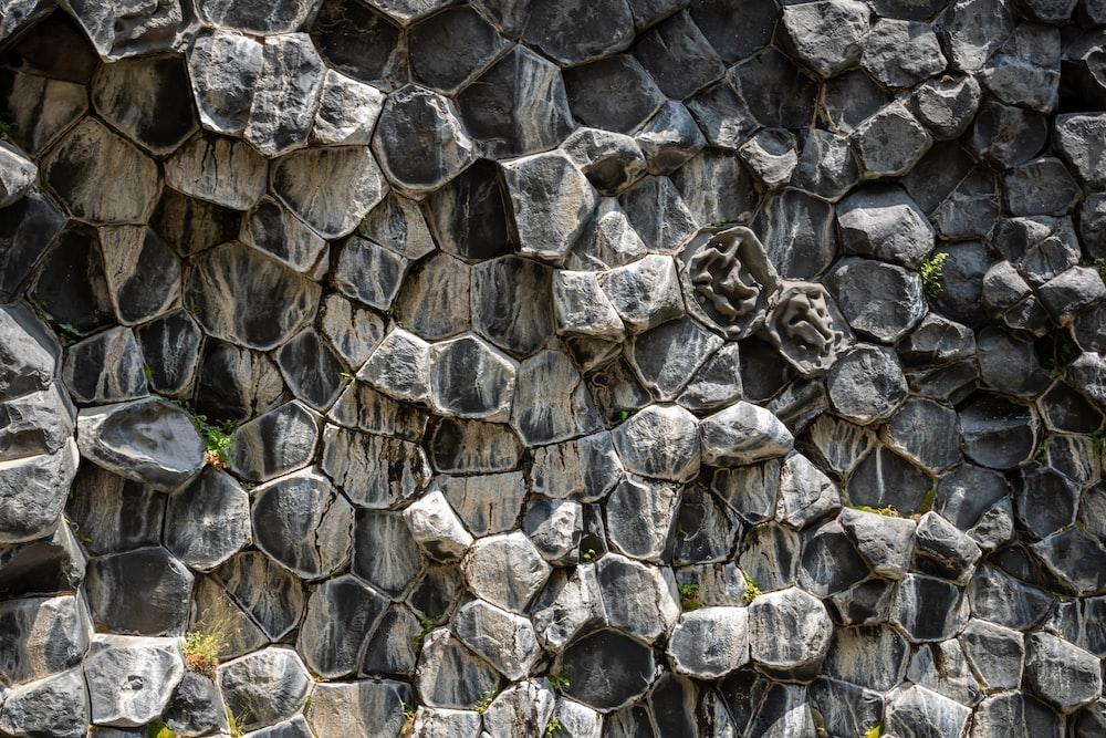 gray rocks at daytime