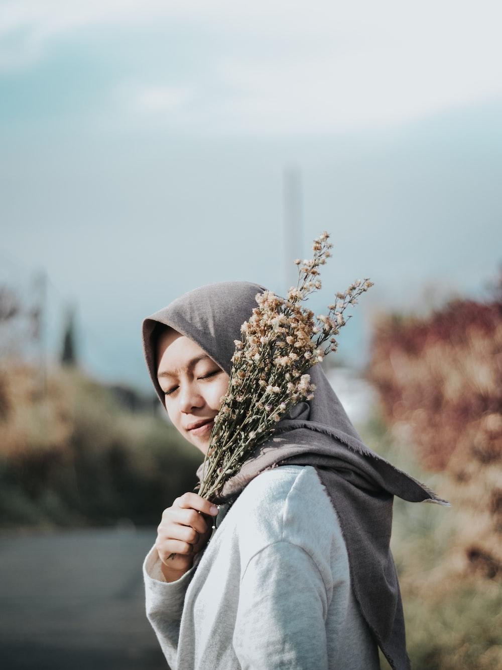 women's gray hijab