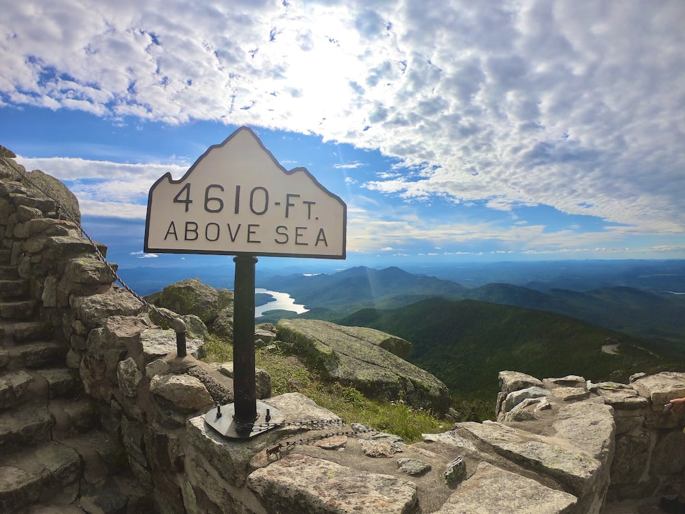 4610 Ft above sea sign