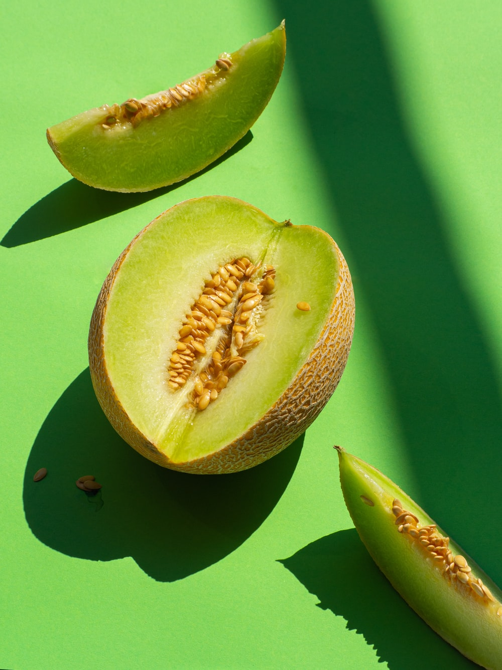 sliced kiwi fruit