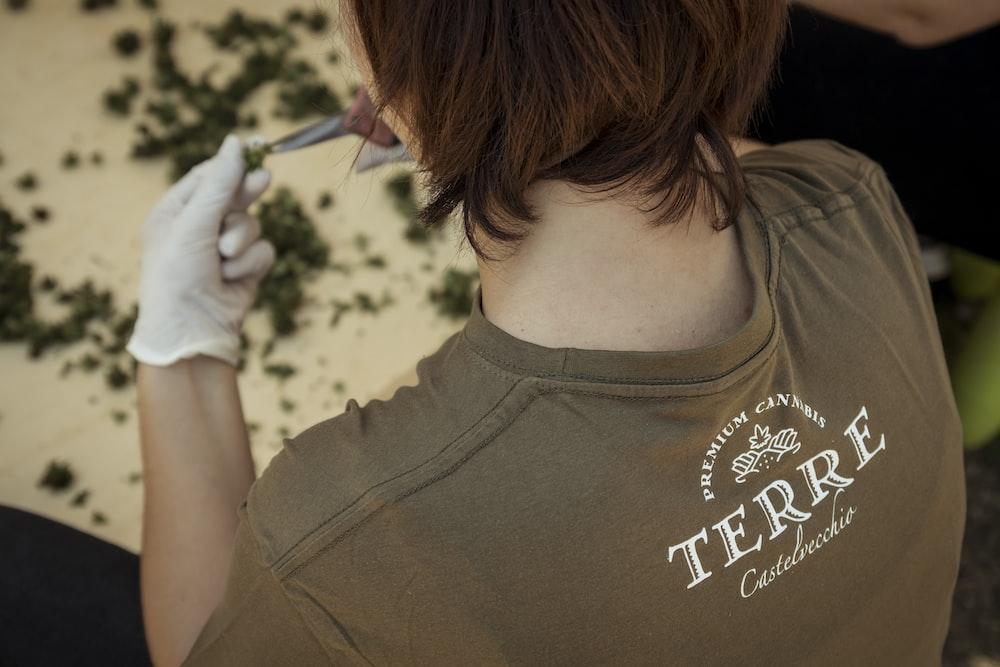 woman wearing brown shirt