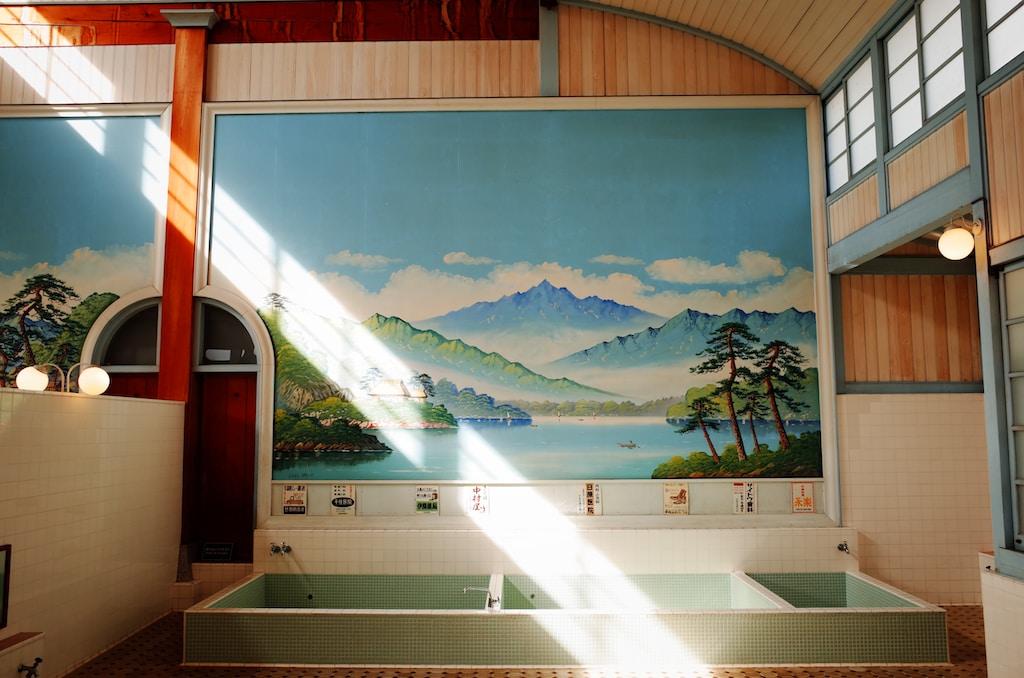 multicolored mountain and sea wallpaper