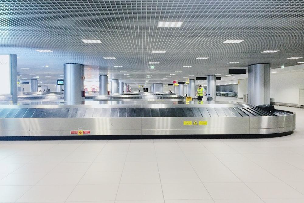 conveyor in airport