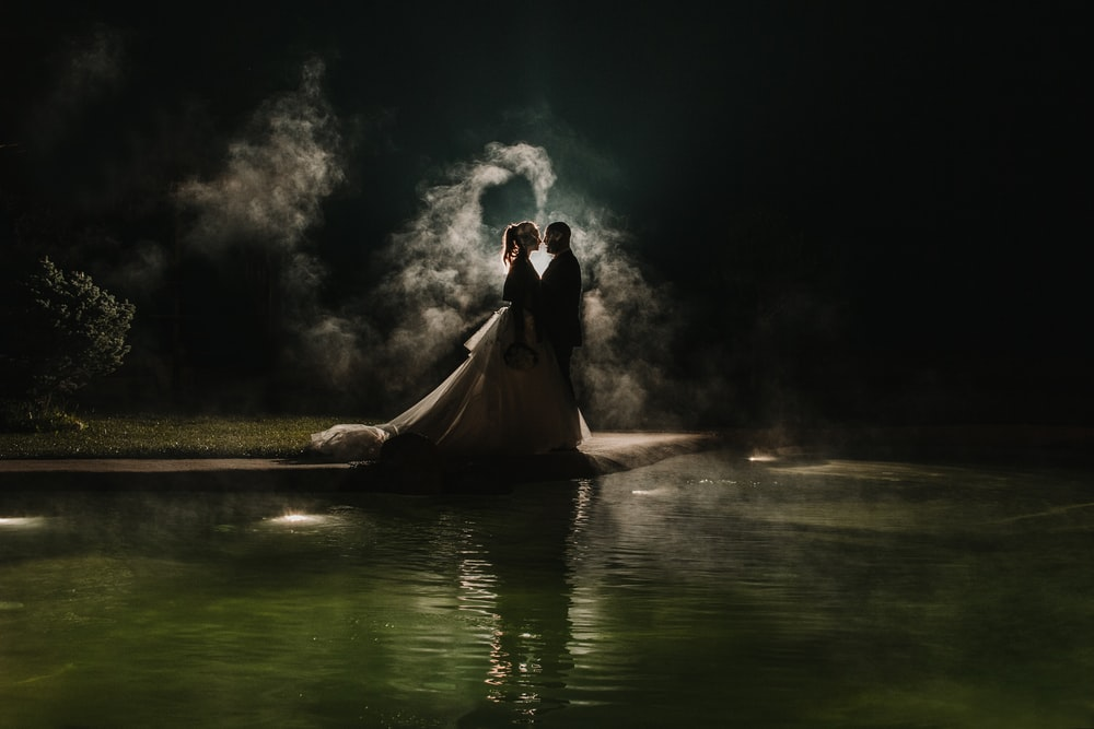 wedding couple on focus photography