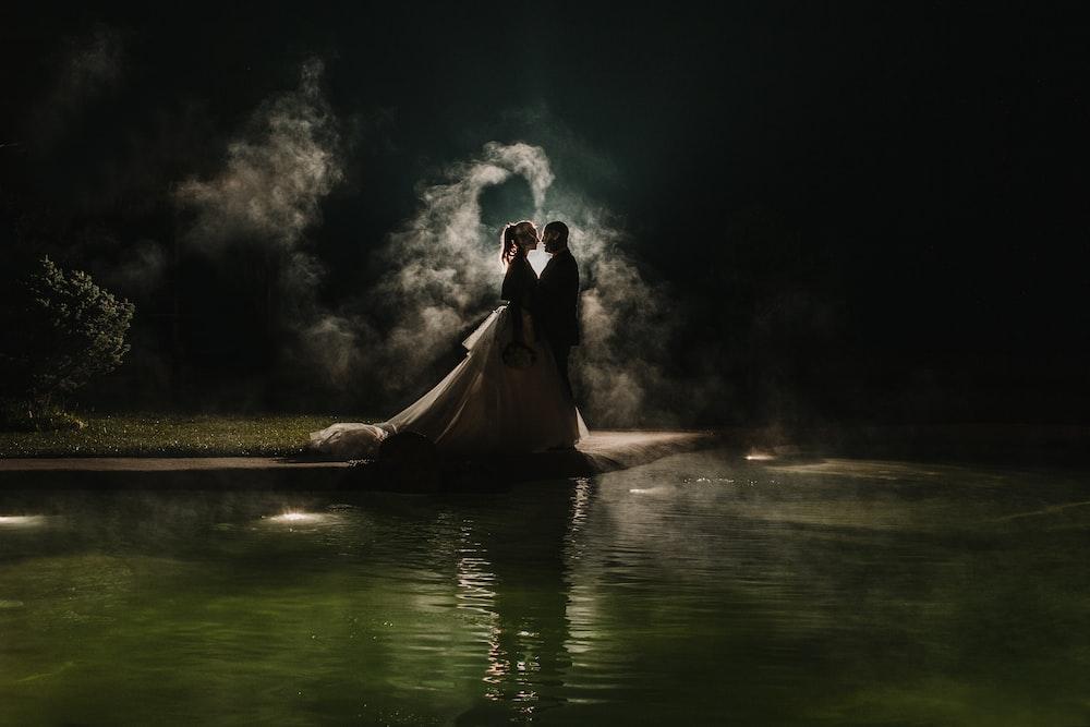 wedding couple on focus photography