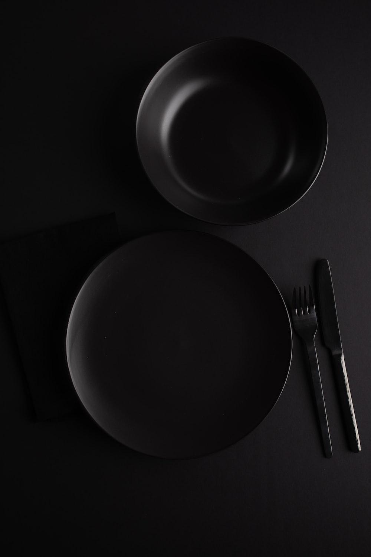 grey and black ceramic plate