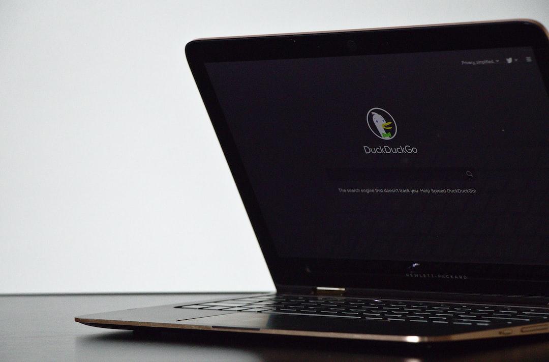 Laptopje met DuckDuckGo erop
