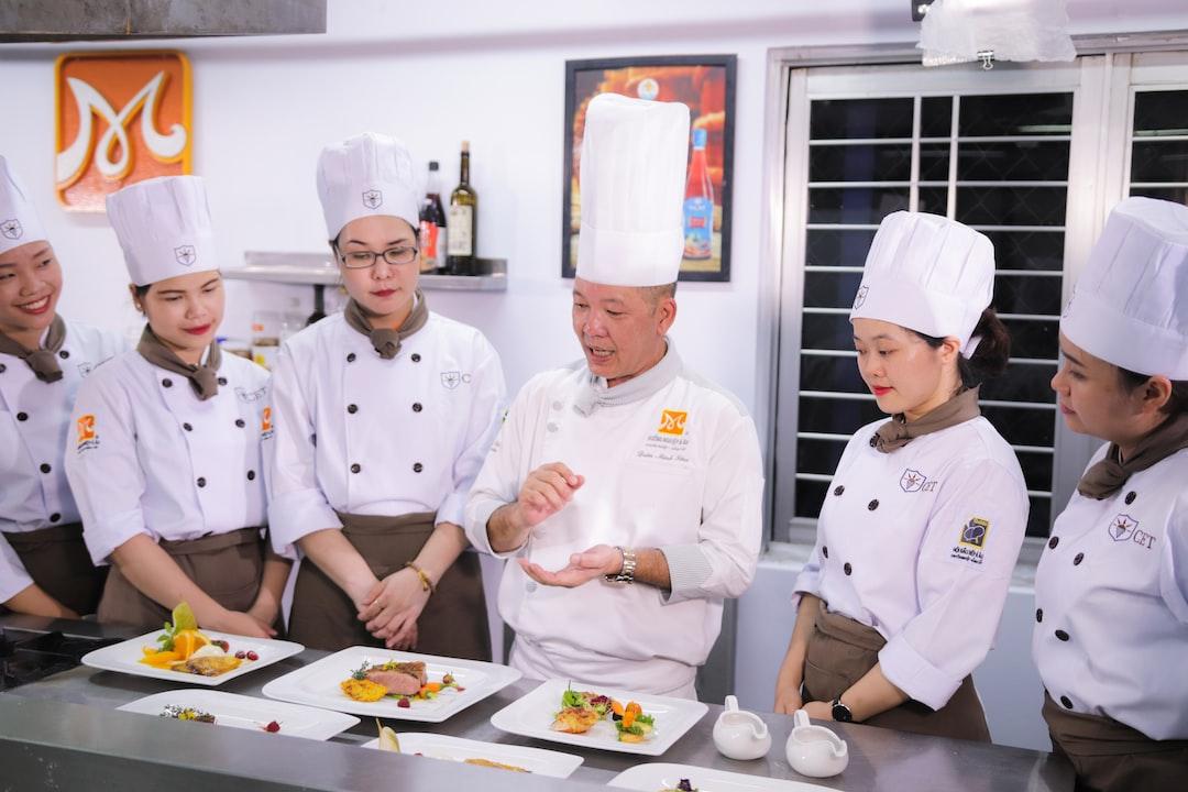 Lớp học nấu ăn chuyên nghiệp tại CET