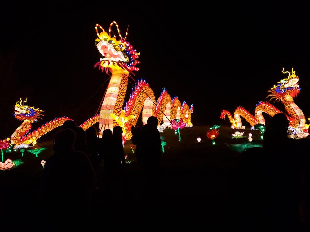 dancing red dragon decors
