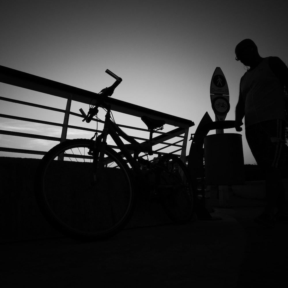 silhouette og bike