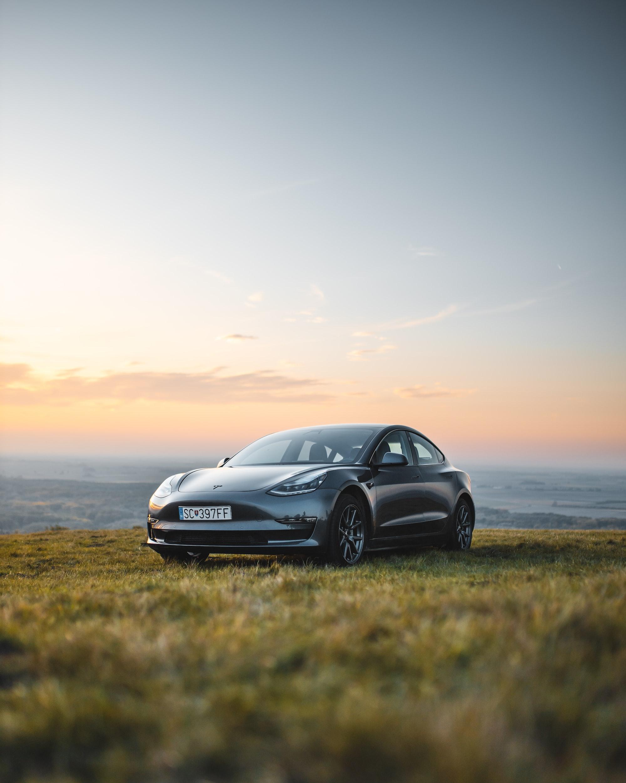 Hvor mye koster egentlig en Tesla Model 3?