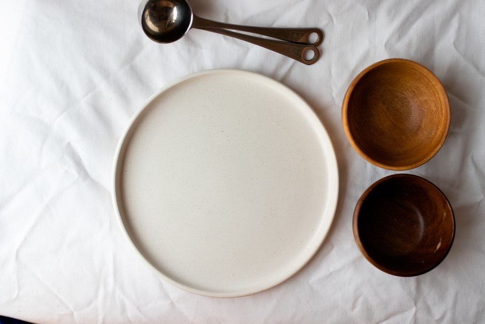 white tray and two brown bowls