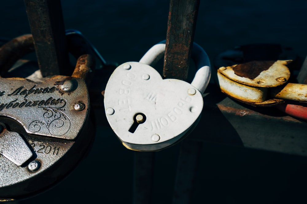 white metal hear-shape padlock