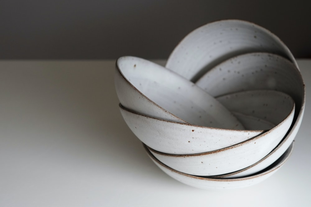 round white ceramic bowls