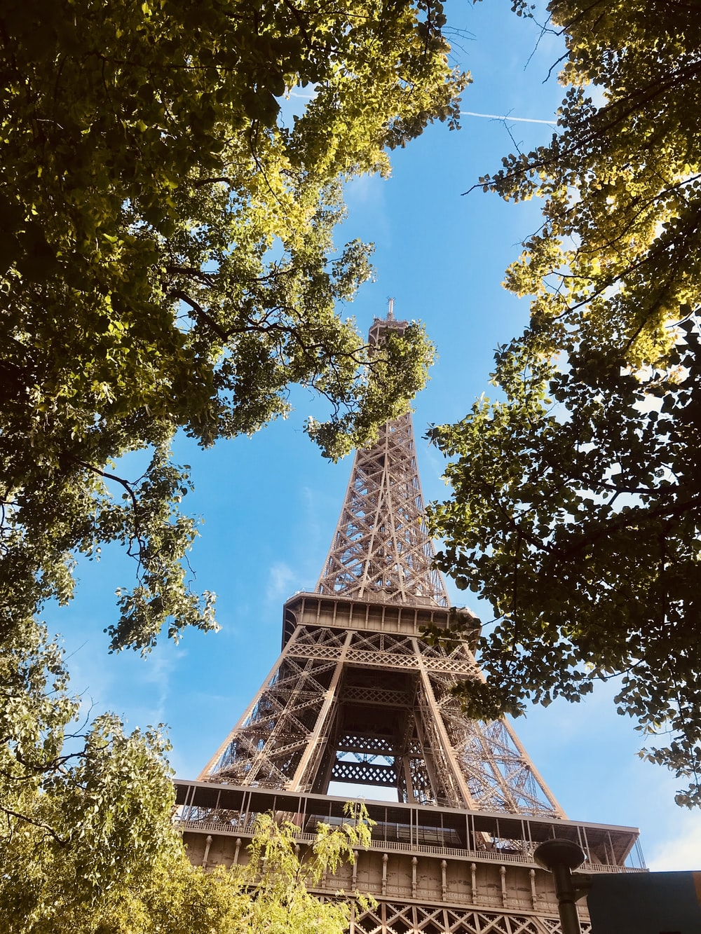 gray Eiffel tower during daytime