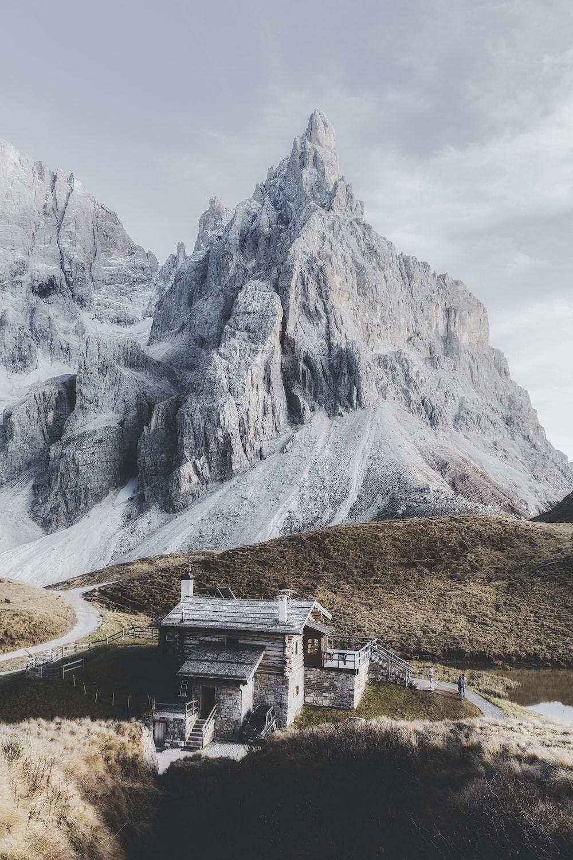 gray house near rocky mountain