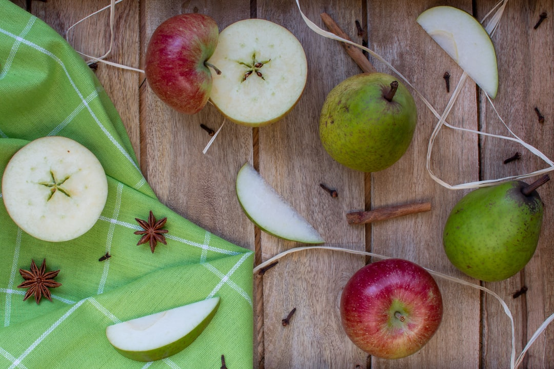 Apple and pear in Autumn with cinnamon and cloves