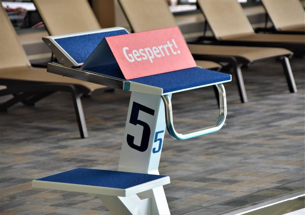 Gesperrt! sign on number 5 step board